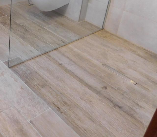 Doccia filo pavimento su misura - Bagni con doccia a pavimento ...