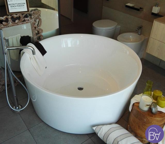 Vasca da bagno freestanding centro stanza catino for Vasca centro stanza