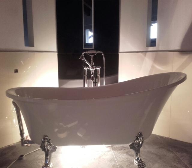 Vasca da bagno retr freestanding con piedini cromati - Scarico vasca da bagno ...