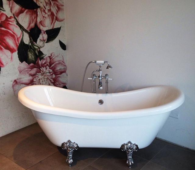 Vasca da bagno centro stanza vivaldi - Vasca da bagno con piedini prezzi ...