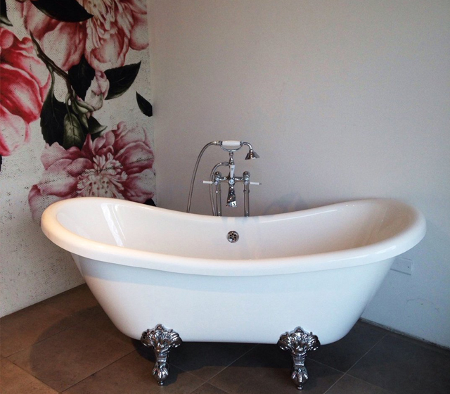 Vasca da bagno centro stanza vivaldi - Vasca da bagno piedini ...