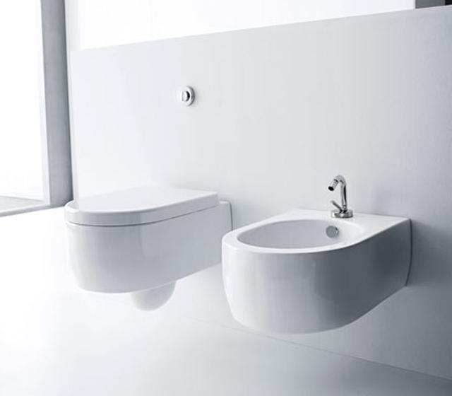 Wc water sospeso flo for Cambiare tavoletta wc sospeso