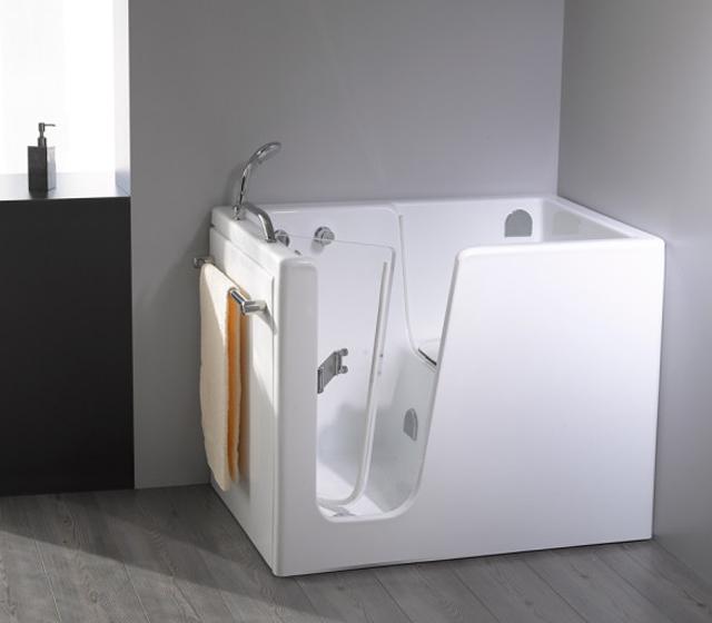 vasca da bagno con sportello: una scelta sicura