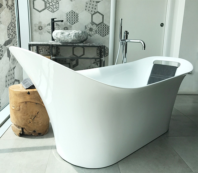 Vasca design centro stanza Carezza 160x70 H 75/60 cm