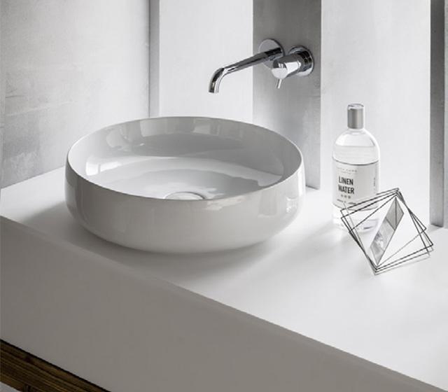 Top bagno in legno bio abete grezzo L 200 cm con lavabo da appoggio