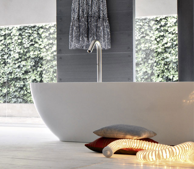 Vasca da bagno compatta freestanding Kuvet 156x63 cm in tekno