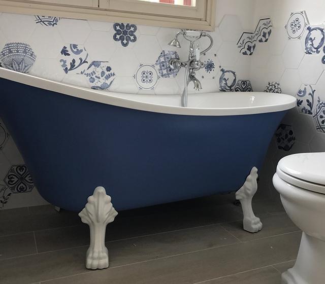 Vasca da bagno Retrò Color freestanding con piedini cromati
